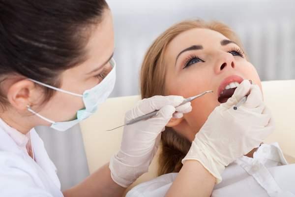 Rauchen kann zu Zahnfleischentzündungen führen